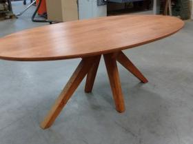 # Ovale kersen houten tafel met tapse spinpoot model Oliva