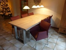# Eettafel Firenze in massief eikenhout met rvs U-poten en blad in white wash