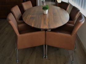 Comfortabele eetkamerstoelen met armleuningen en wieltjes in Rancho leer Cognac
